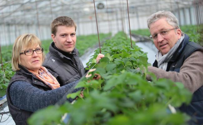 Familie Bäcker auf dem Erdbeer- und Spargelhof in Münster