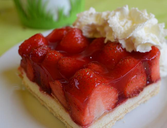 Hausgemachter Kuchen auf Bäcker's Erdbeer -und Spargelhof